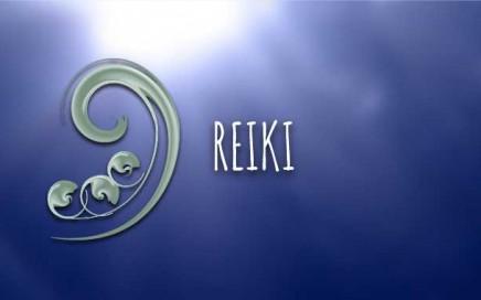 Con il Reiki canalizzo l'Energia Universale, in modo dolce e rispettoso, attraverso una delicata imposizione delle mani sul ricevente